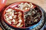 Dessert dans un resto de Kalaw : arachides, fèves et thé.